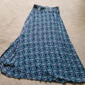 Dress Barn maxi blue print skirt Large